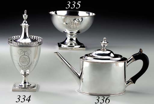 A SILVER SUGAR URN AND COVER
