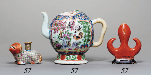 THREE SMALL CHINESE PORCELAIN