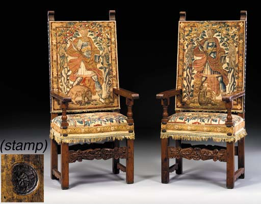 A PAIR OF ITALIAN BAROQUE WALN