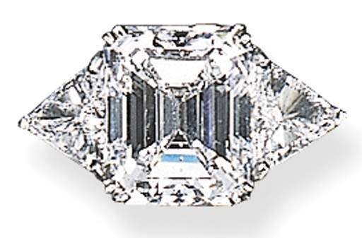 A FINE SINGLE-STONE DIAMOND RI