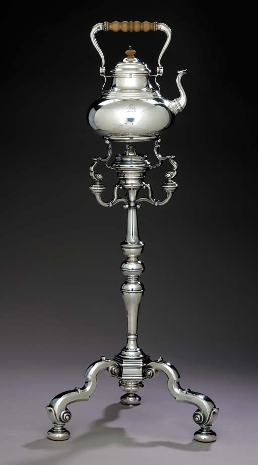 A GEORGE V SILVER KETTLE ON TR