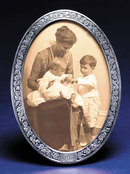 ROOSEVELT, Eleanor. Oval portr