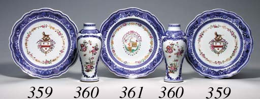 A SMALL PAIR OF CHINESE EXPORT