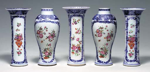A CHINESE EXPORT ASSEMBLED BLUE AND WHITE AND FAMILLE ROSE FIVE-PIECE GARNITURE