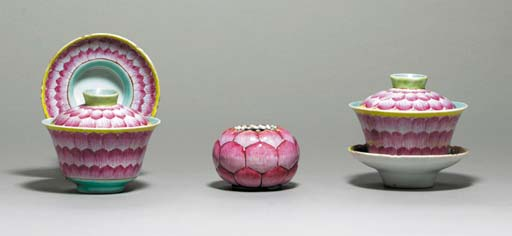 A PAIR OF LOTUS BOWLS, COVERS