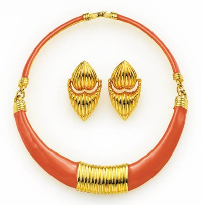 AN ENAMEL COLLAR AND A PAIR OF
