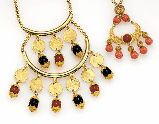 A GROUP OF GREEK STYLE JEWELRY