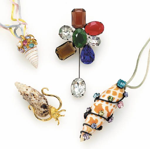 A GROUP OF BROOCHES AND PENDAN