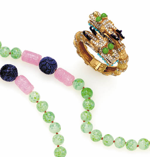 A SIMULATED JADE BEAD NECKLACE