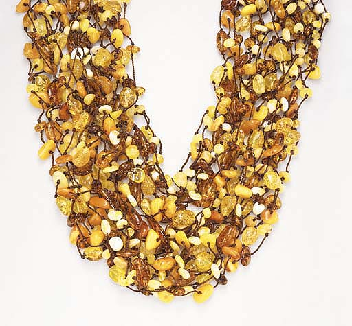 AN AMBER AND DIAMOND NECKLACE