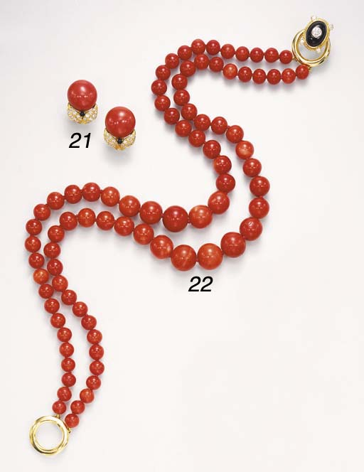 A DOUBLE-STRAND CORAL NECKLACE
