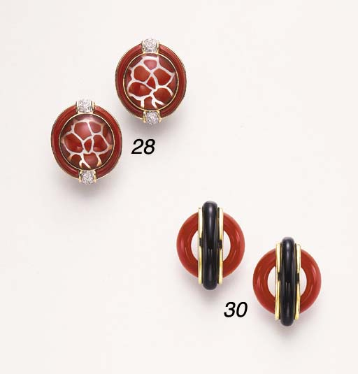 A PAIR OR CARNELIAN AND ONYX E