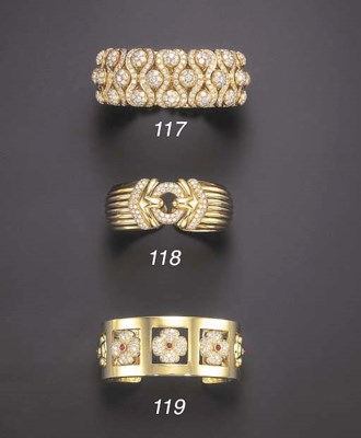 A DIAMOND AND GOLD CUFF BRACEL