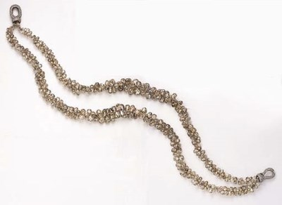 AN ELEGANT DOUBLE-STRAND COLOR