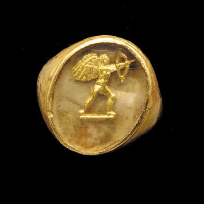 A GREEK GOLD AND GLASS RING BE