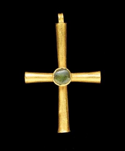 A BYZANTINE GOLD AND GLASS CRO