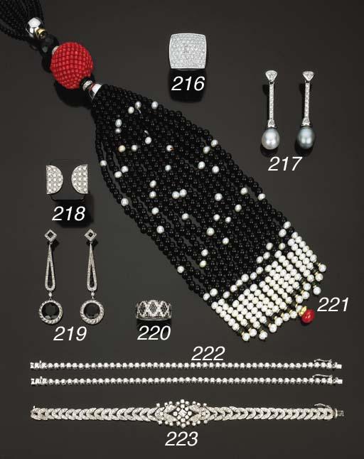 Paio di orecchini con perle co