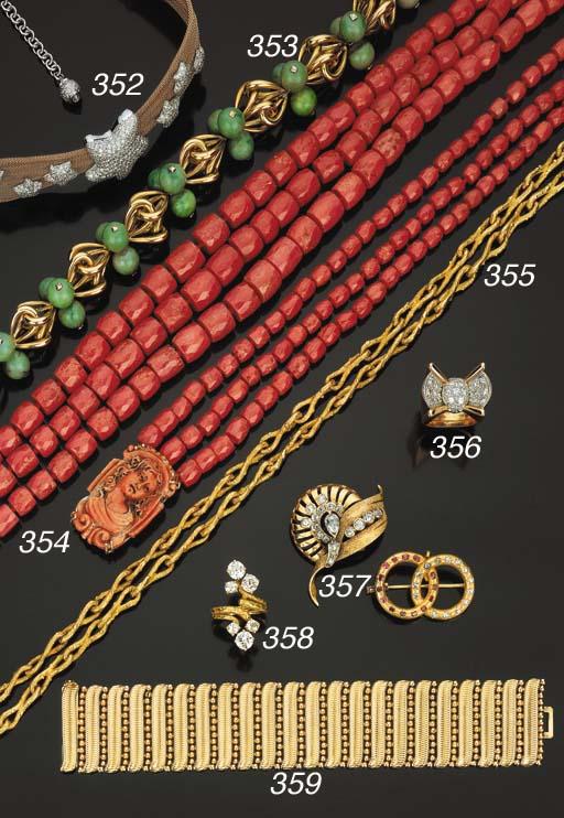 Lunga collana in oro e corallo