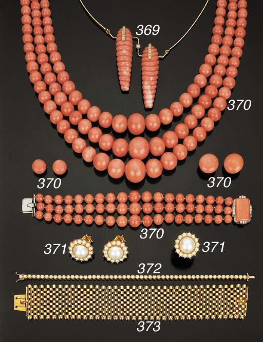 Gruppo di gioielli in corallo