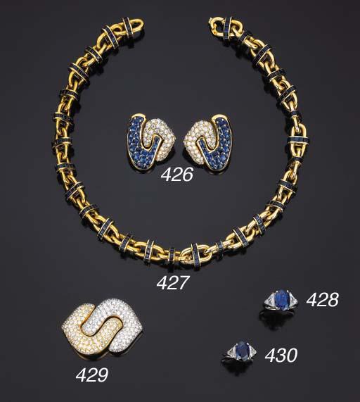 Anello con zaffiro e diamanti,