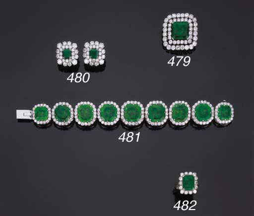 Paio di orecchini con smeraldo