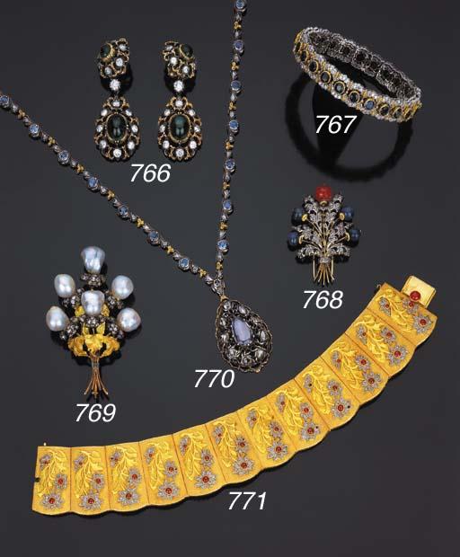 Lunga collana in oro, argento,