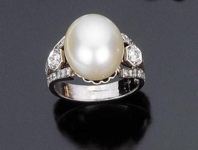 Anello con perla coltivata aus