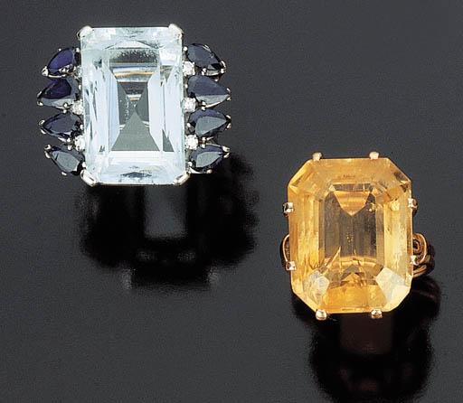 Due anelli con quarzo citrino, acquamarina e zaffiri