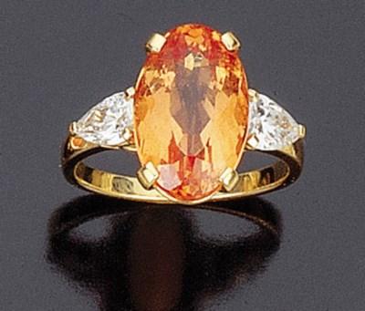 Anello con topazio e diamanti,
