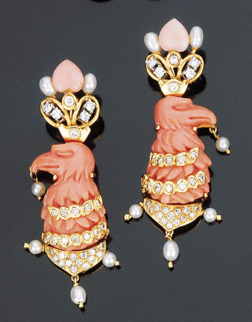 Paio di orecchini in corallo, brillanti e perle coltivate