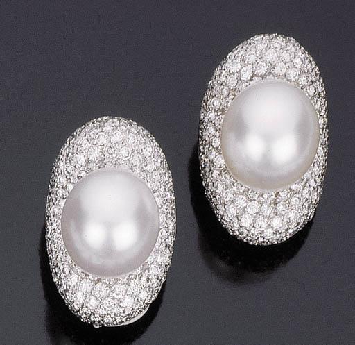 Paio di orecchini con perla australiana coltivata e brillanti