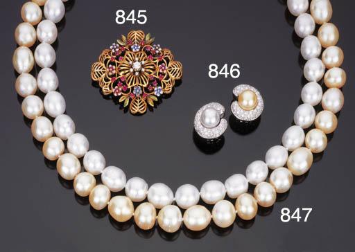Paio di orecchini con perla e perla golden coltivate