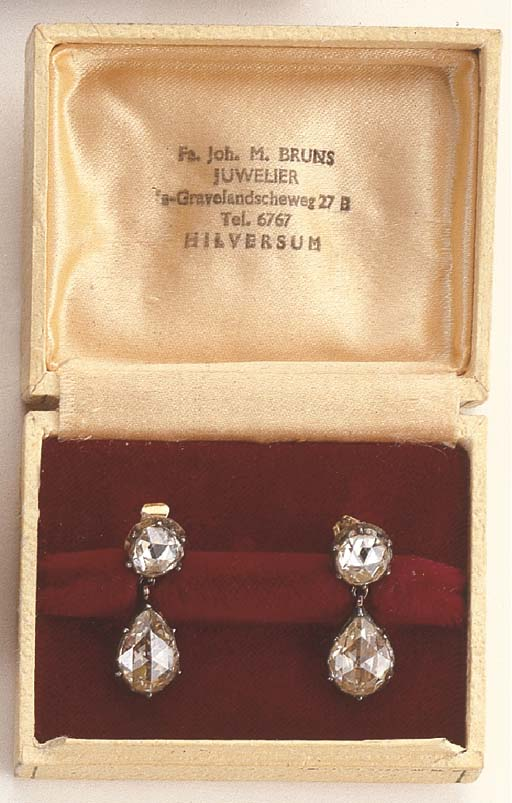 A PAIR OF ANTIQUE ROSE-CUT DIAMOND EAR PENDANTS