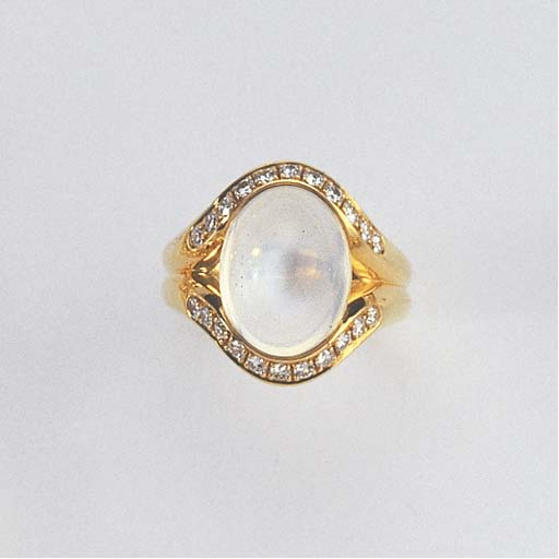 A DIAMOND AND MOONSTONE RING