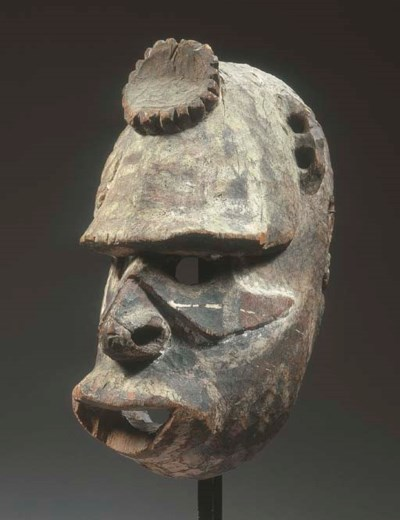 A FINE NEW GUINEA MASK