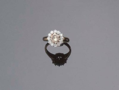 AN 18K GOLD AND DIAMOND CLUSTE