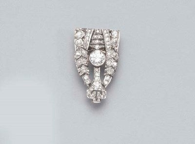 AN ART DECO PLATINUM DIAMOND C