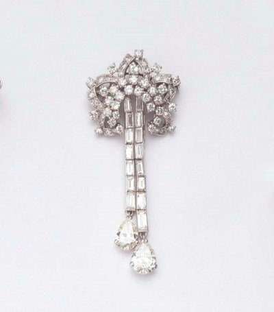 A WHITE GOLD DIAMOND BROOCH