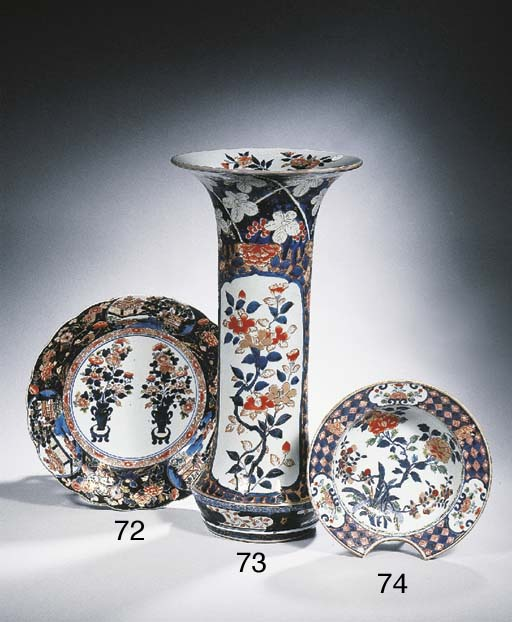 An Imari flower-shaped dish
