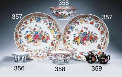 A pair of famille rose saucer