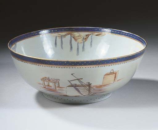 A Chinese export porcelain mas