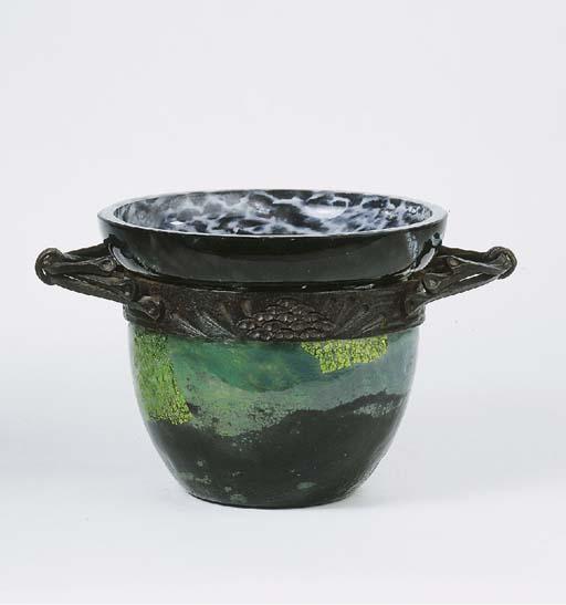 Verre de jade, a glass bowl in