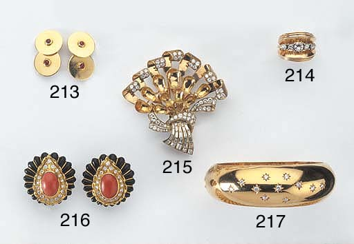 A PAIR OF GOLD AND RUBY CUFFLI