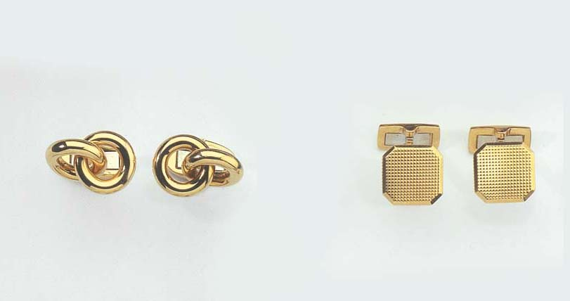 TWO PAIRS OF GOLD CUFFLINKS