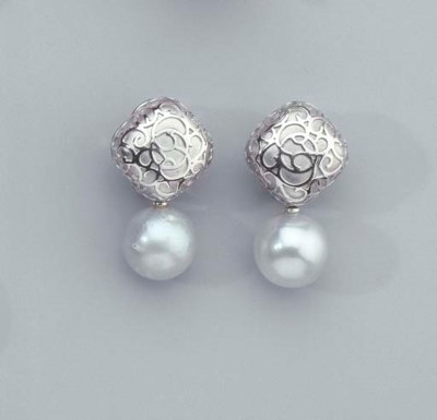 A PAIR OF WHITE GOLD SOUTH SEA