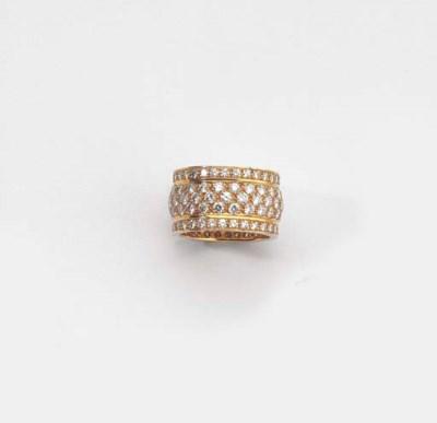 A GOLD AND DIAMOND ETERNITY RI
