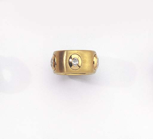 A GOLD AND DIAMOND ETERNITY RI