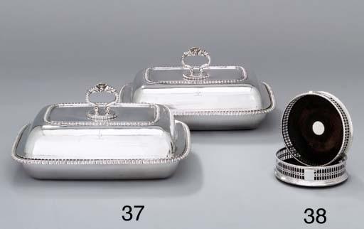 A pair of George III silver en