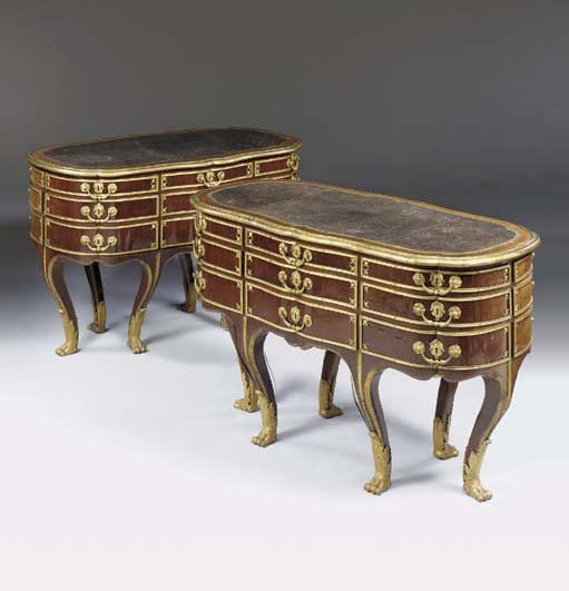 A PAIR OF REGENCE STYLE ORMOLU-MOUNTED AMARANTH COLLECTORS COMMODES