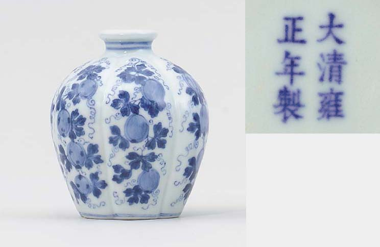 A BLUE AND WHITE LOBED HEXAFOI